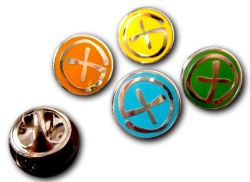 Geocaching Pin Poliertes Silber