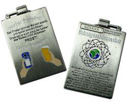 Schnapszahl Geocoin - Flasche Antik Silber (inkl. Kettchen)